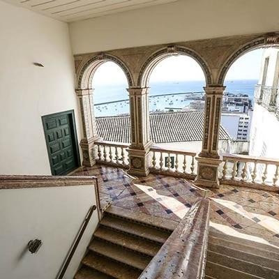 Museu da Misericórdia - Imagem da loggia, uma varanda com três arcos, vista para a Baía de Todos os Santos, tombada pelo Iphan