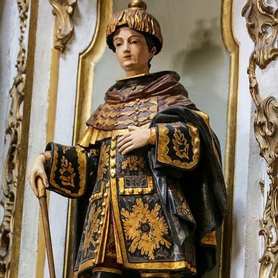 Museu da Misericórdia - Representação de São Cosme com manta dourada e preta